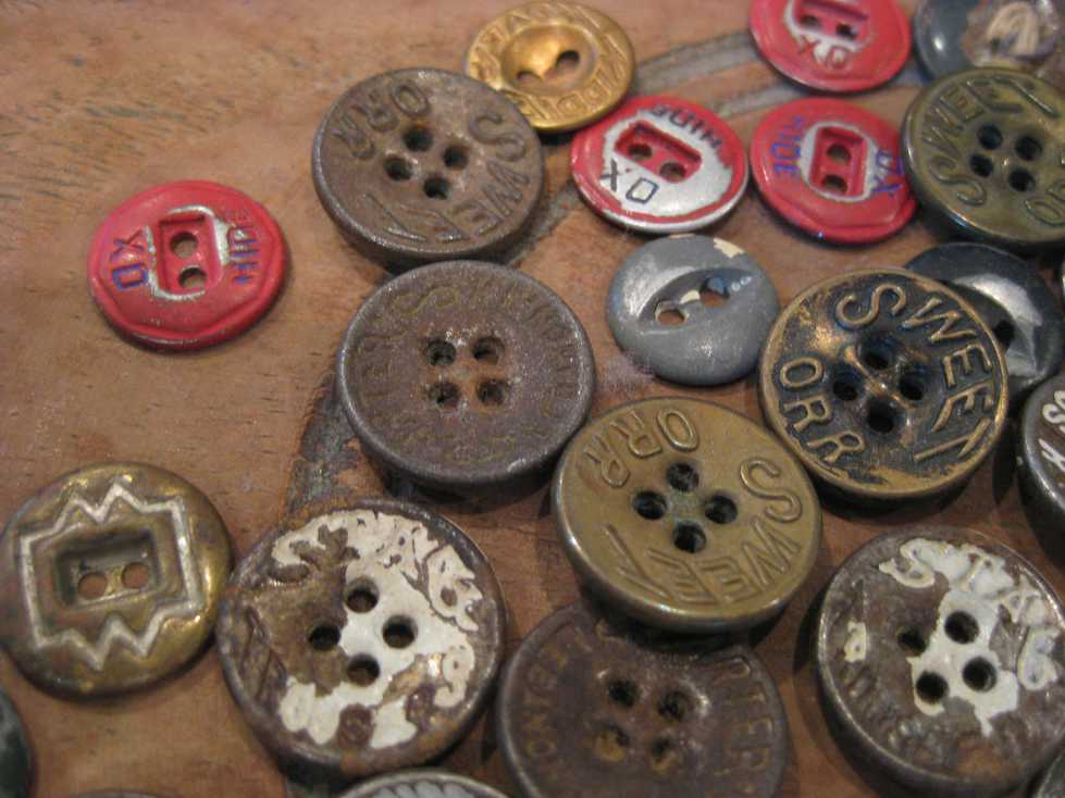 VINTAGE WORK METAL BUTTONS_e0187362_1120633.jpg