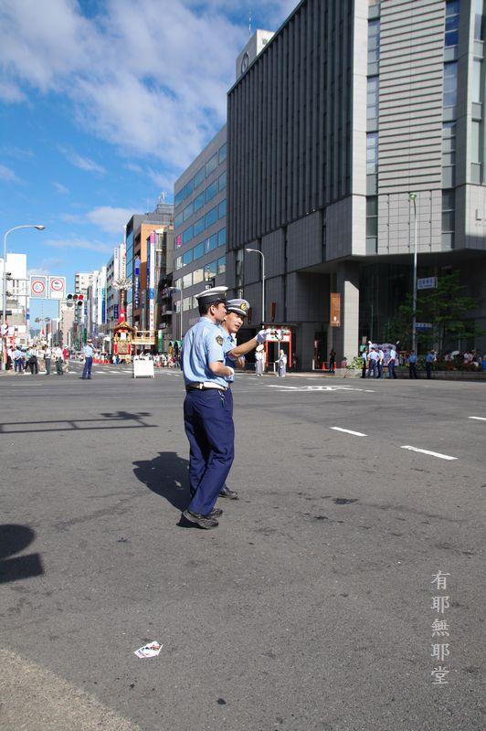 京都祇園祭・山鉾巡行の朝_a0157263_2211719.jpg