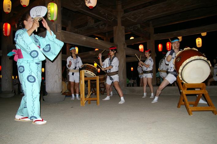 暑さ吹き飛ばす心地よい太鼓の響き:「円覚寺盆踊り大会」_c0014967_11391713.jpg