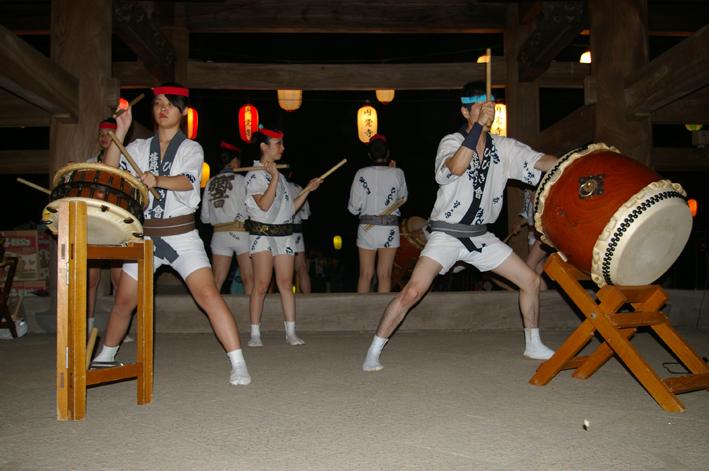暑さ吹き飛ばす心地よい太鼓の響き:「円覚寺盆踊り大会」_c0014967_93039100.jpg