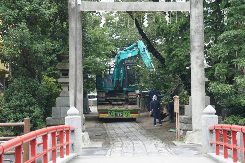 松戸神社 参道解体工事  2011.8.23 _e0223769_12294732.jpg