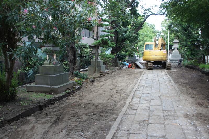 松戸神社 参道解体工事2  2011.8.25_e0223769_1235222.jpg