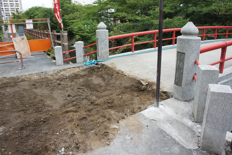 松戸神社 参道解体工事2  2011.8.25_e0223769_1236294.jpg