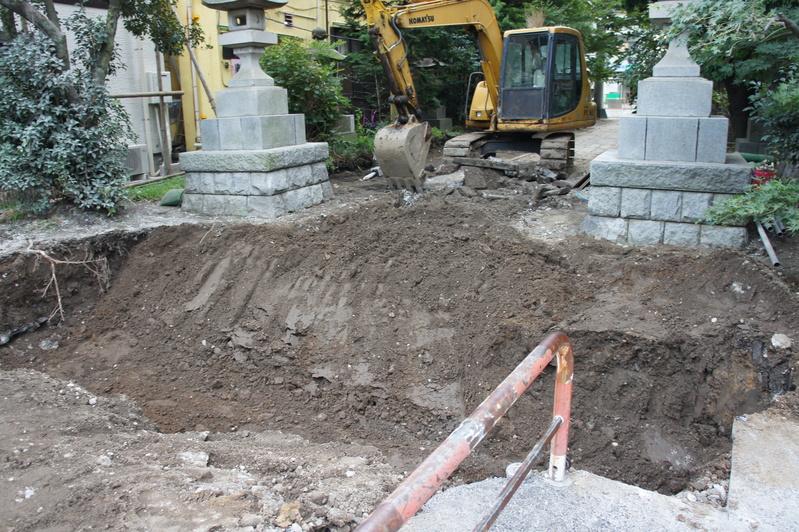 松戸神社 参道解体工事2  2011.8.25_e0223769_12363710.jpg