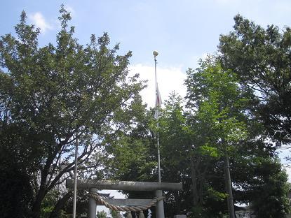神社は何故半旗を掲げる_f0030574_2336543.jpg