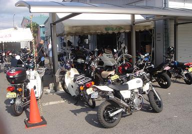 ミニバイク小豆島ツーリング集合中。_b0163075_8235871.jpg