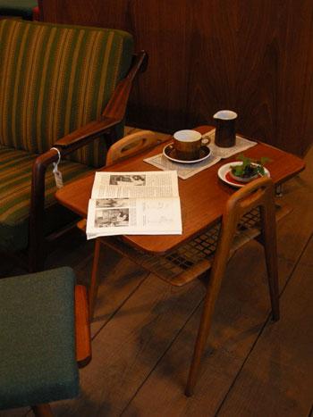 Side Table (DENMARK) & お知らせ_c0139773_1905652.jpg