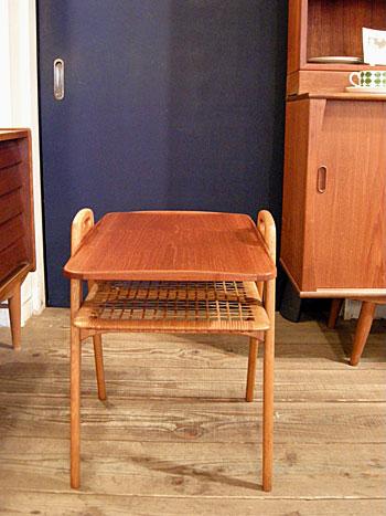 Side Table (DENMARK) & お知らせ_c0139773_1914873.jpg