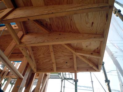 玄関屋根とベランダの下地工事中_a0148909_838661.jpg
