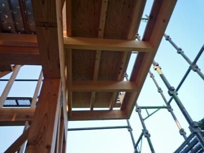 玄関屋根とベランダの下地工事中_a0148909_8391176.jpg