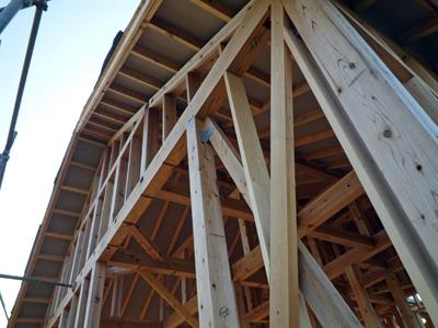玄関屋根とベランダの下地工事中_a0148909_8401134.jpg