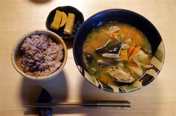 夕飯は魚の味噌汁_e0166355_17343336.jpg