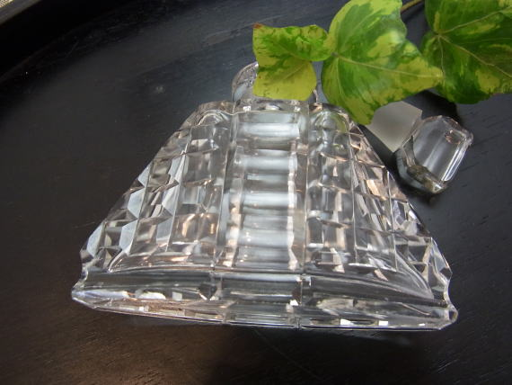 アール・デコの端正な香水瓶です_d0127182_15595562.jpg
