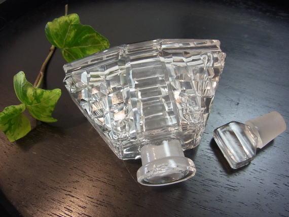 アール・デコの端正な香水瓶です_d0127182_1601992.jpg