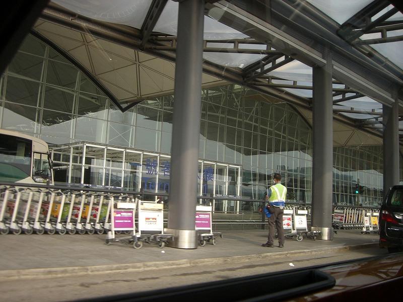 心地よく空港に到着です。_e0181908_1036371.jpg
