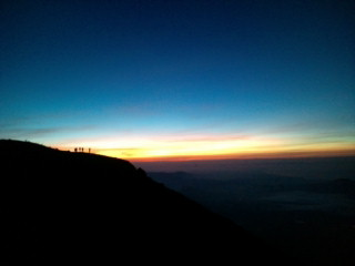 8月31日…あれから今日で丁度一年か。富士山頂から御来光を拝むの図。_b0032617_1733194.jpg