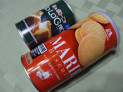 災害用のパンとビスケットの缶詰