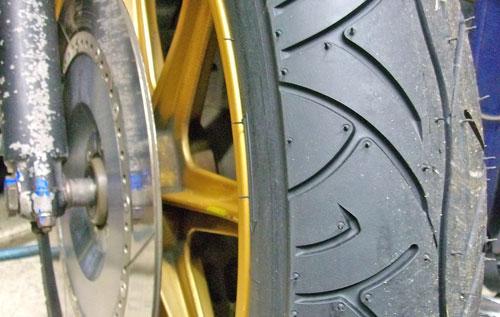 Z1000J タイヤ交換でピレリー スポーツデーモンに!_c0086965_22281042.jpg