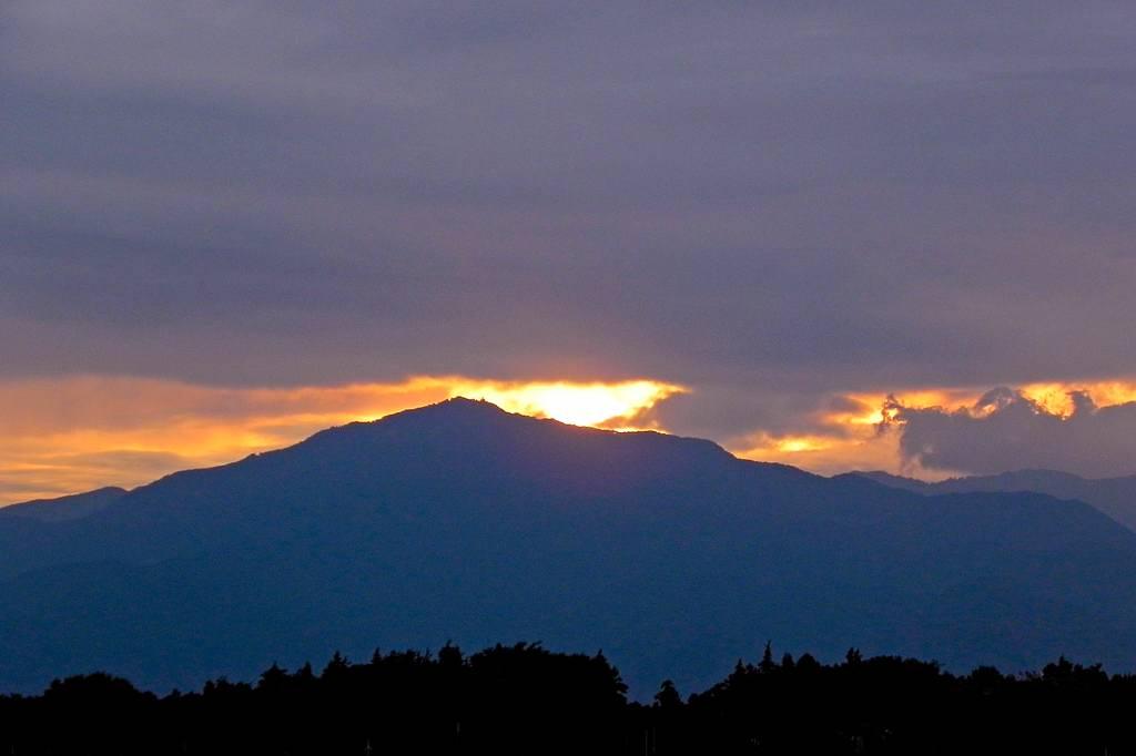 色っぽいお嬢さん「蓮カワセミ」/大山への日没/太陽面_b0024798_9221493.jpg