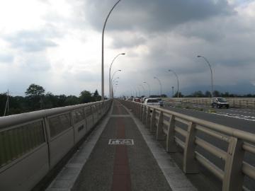 自転車道 群馬 自転車道 : ... 自転車道のある右岸へ上毛大橋