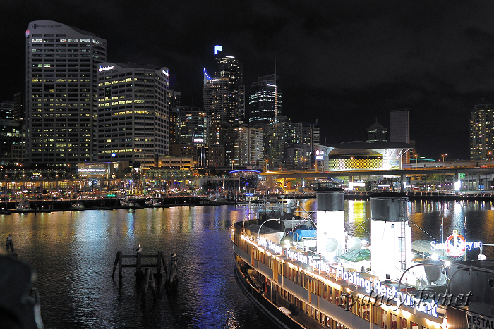 night view of harbour_f0084337_1858569.jpg