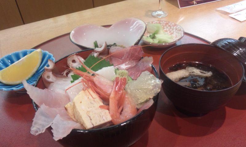 ぜいたくな海鮮丼。_d0241628_13333289.jpg