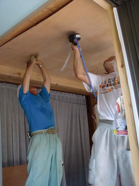 増築工事 ~ 天井、壁、床ができました。_d0165368_538102.jpg