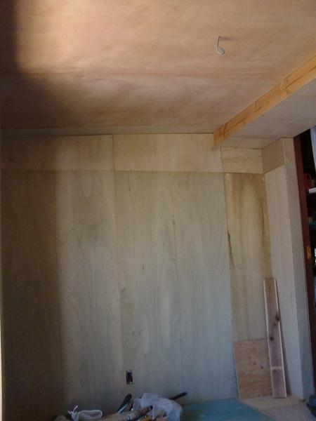 増築工事 ~ 天井、壁、床ができました。_d0165368_5382326.jpg