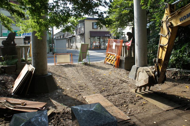 松戸神社 参道改修工事  2011.8.28_e0223769_21563750.jpg