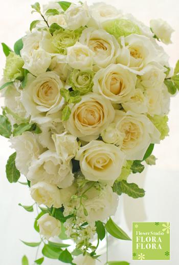 シェラトン都ホテル東京様お届け 流れるフォルム 爽やかホワイト&グリーン バラのキャスケードブーケ_a0115684_1571999.jpg