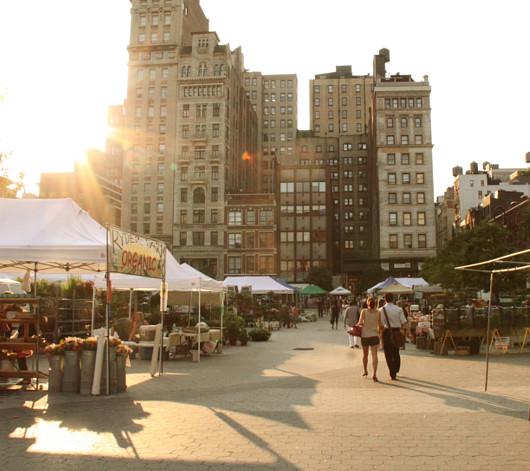ニューヨークの青空市場で見かけたミツバチのダンス_b0007805_4175259.jpg
