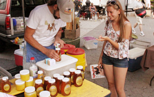 ニューヨークの青空市場で見かけたミツバチのダンス_b0007805_4181370.jpg