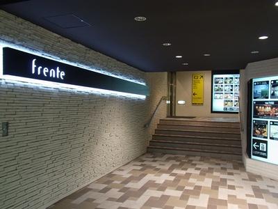 地下通路からの入口
