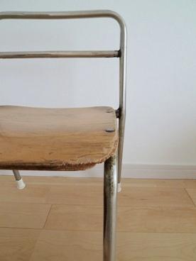 古い子供の椅子_e0214646_22555223.jpg