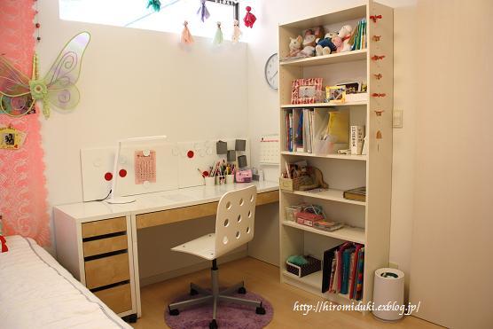 イケアの勉強机。おしゃれにちょっとのアイディアで子どもが過ごしやすい環境に。