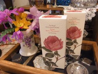 バスタイムは薔薇に包まれて........_d0127182_17443690.jpg
