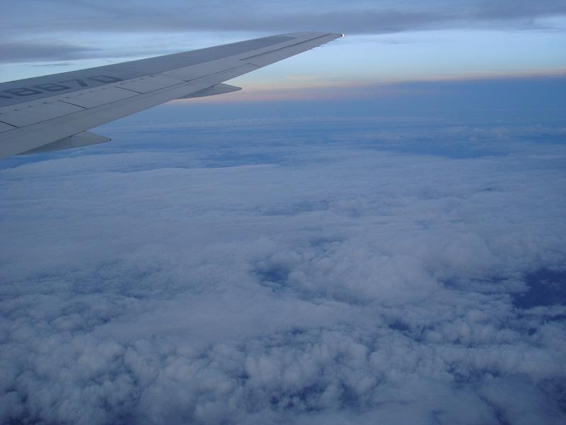 台風の時って、台風の場所はどうして、飛行機で通過できるのか不思議だ