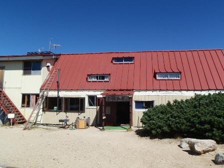 北アルプス2011夏⑥-三俣山荘の布団干し_c0177814_115047.jpg