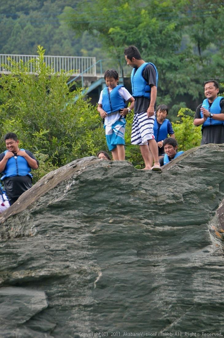 CREDIT camp for kids 2011VOL10:Day3カヌーライドその3クリフジャンプ〜帰還_b0065730_8142526.jpg