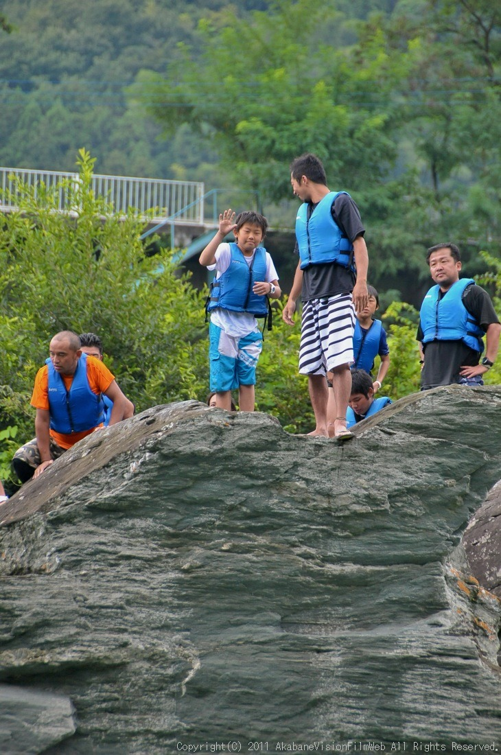 CREDIT camp for kids 2011VOL10:Day3カヌーライドその3クリフジャンプ〜帰還_b0065730_815142.jpg