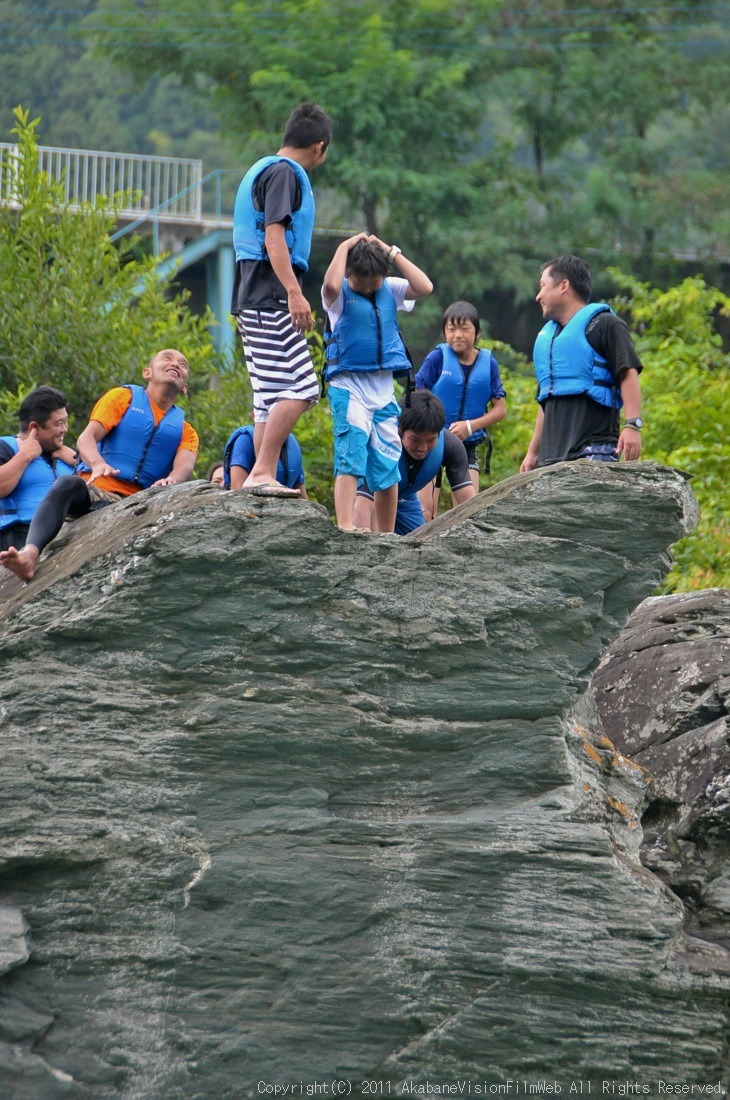 CREDIT camp for kids 2011VOL10:Day3カヌーライドその3クリフジャンプ〜帰還_b0065730_817643.jpg