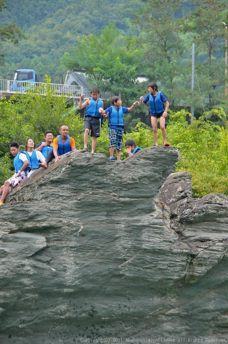CREDIT camp for kids 2011VOL10:Day3カヌーライドその3クリフジャンプ〜帰還_b0065730_8284987.jpg