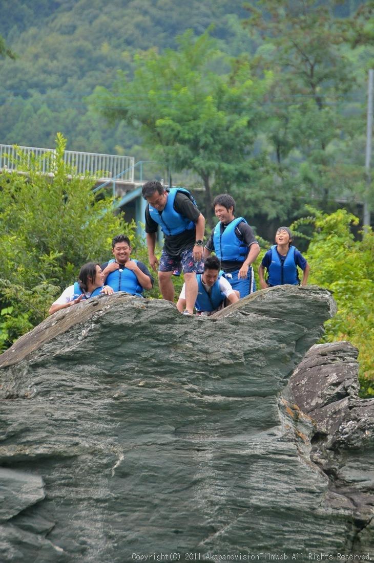 CREDIT camp for kids 2011VOL10:Day3カヌーライドその3クリフジャンプ〜帰還_b0065730_830583.jpg