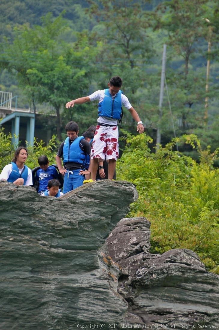 CREDIT camp for kids 2011VOL10:Day3カヌーライドその3クリフジャンプ〜帰還_b0065730_8315523.jpg