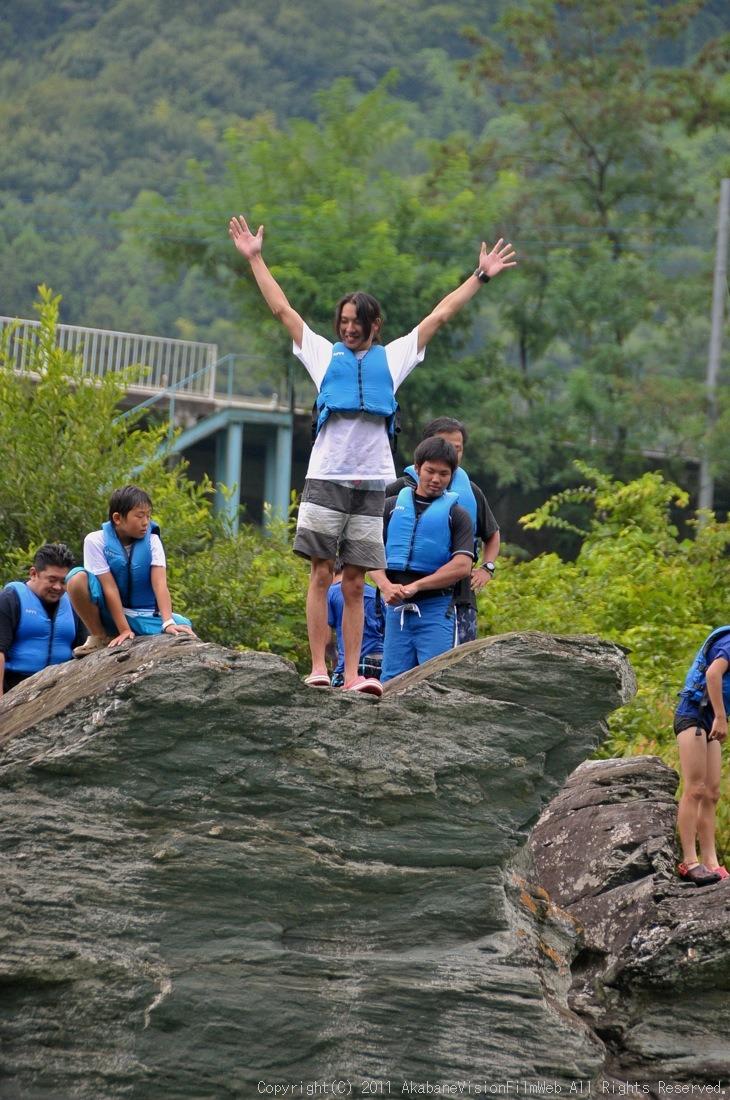 CREDIT camp for kids 2011VOL10:Day3カヌーライドその3クリフジャンプ〜帰還_b0065730_8381514.jpg