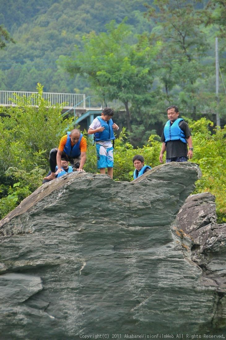 CREDIT camp for kids 2011VOL10:Day3カヌーライドその3クリフジャンプ〜帰還_b0065730_8392517.jpg