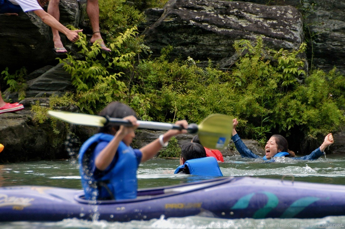 CREDIT camp for kids 2011VOL10:Day3カヌーライドその3クリフジャンプ〜帰還_b0065730_8521983.jpg