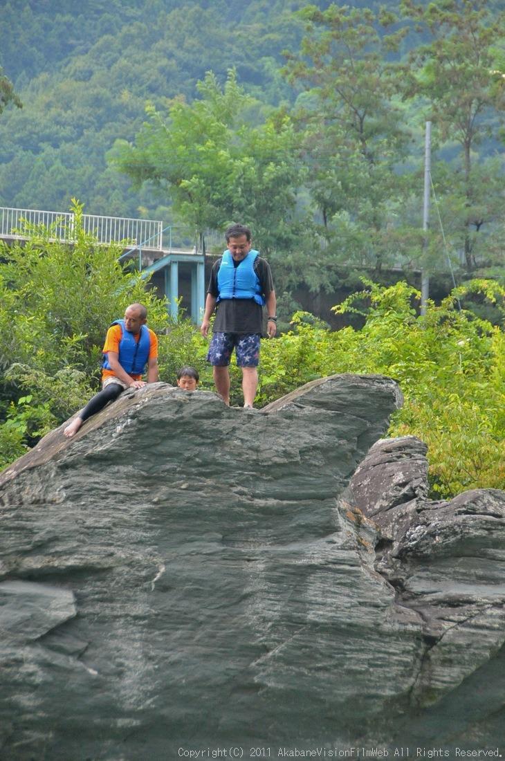 CREDIT camp for kids 2011VOL10:Day3カヌーライドその3クリフジャンプ〜帰還_b0065730_8533444.jpg