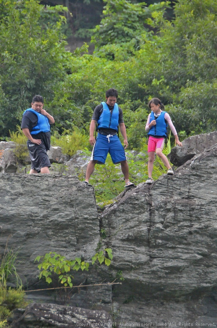 CREDIT camp for kids 2011VOL10:Day3カヌーライドその3クリフジャンプ〜帰還_b0065730_902392.jpg