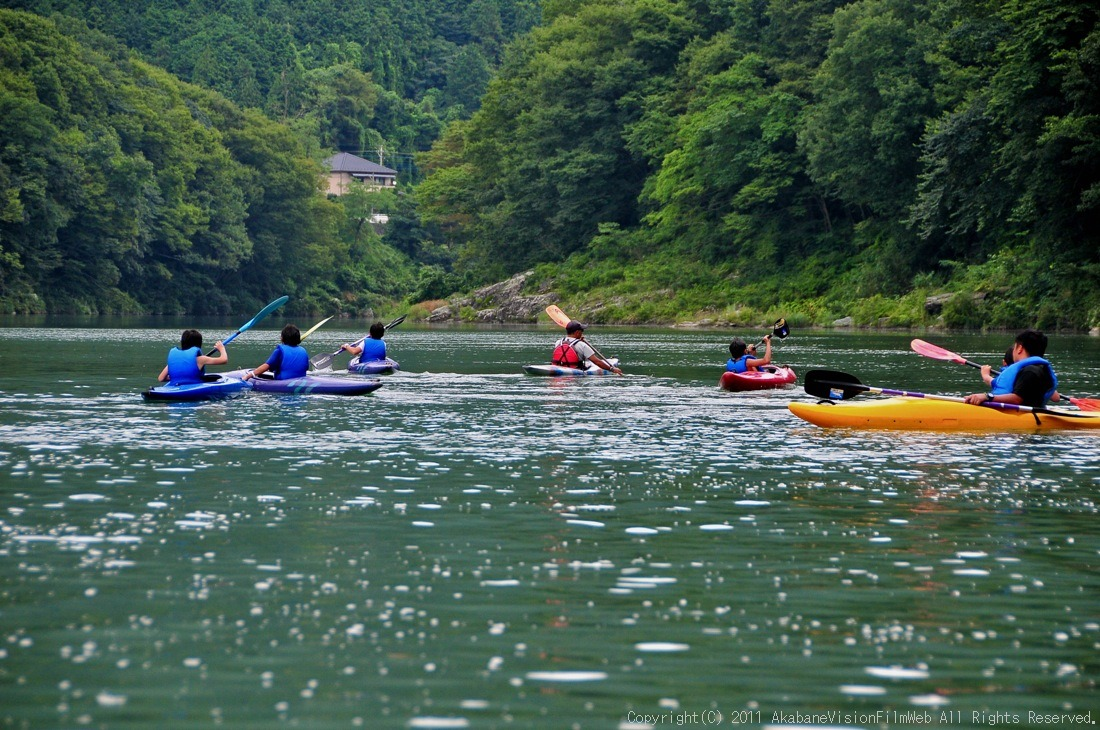 CREDIT camp for kids 2011VOL10:Day3カヌーライドその3クリフジャンプ〜帰還_b0065730_9101536.jpg